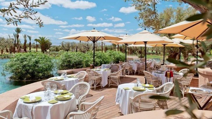 fairmont-royal-palm-a-marrakech-sabra-annonce-une-ambiance-gaie-et-decontractee