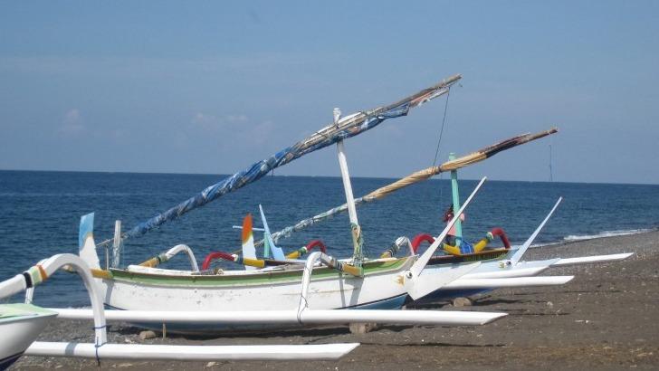 talisman-asia-a-bali-des-sejours-exotiques-ici-embarcations-traditionnelles