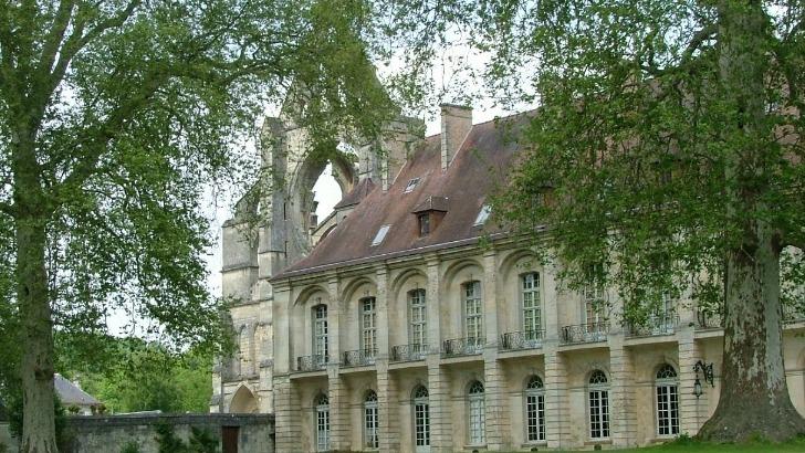 de-magnifiques-paysages-cotoient-impressionnants-vestiges-royaux-pour-un-city-break-hors-du-commun-abbaye-de-longpont