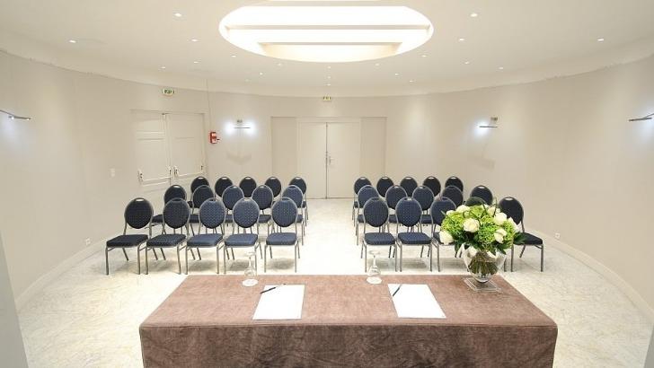 splendid-hotel-parmi-salles-prevues-pour-reunions-d-entreprise-salle-de-seminaire