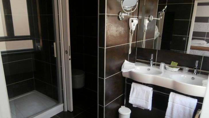 hotel-borel-des-salles-de-bains-privatives-et-equipees-pour-pomponner