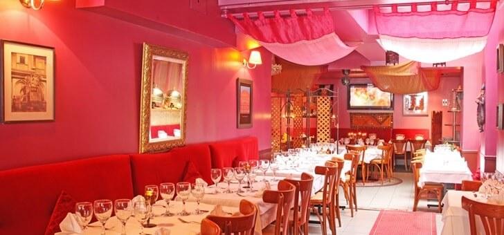 ambiance-chaleureuse-et-feutree-du-restaurant