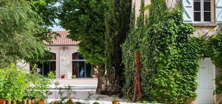 chateau-de-aumerade-a-pierrefeu-du-var-domaine-organise-regulierement-des-visites-du-chateau-et-du-musee-de-santons