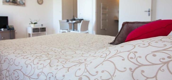 une-chambre-des-residences-espace-et-vie-pour-confort-des-seniors