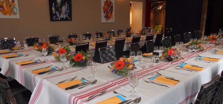 une-table-pour-famille-une-entreprise-au-restaurant-au-bassin-a-perigueux-cuisine-francaise-bistronomique-du-terroir