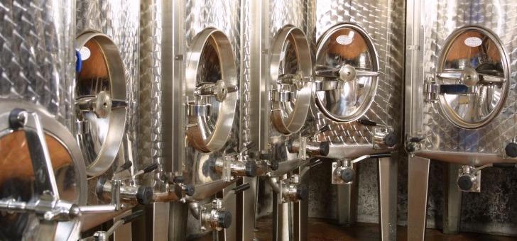 distillerie-j-paul-mette-a-ribeauville-eaux-de-vie-et-liqueur-d-alsace-savoir-faire-et-technicite