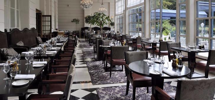 restaurant-veranda-etablissement-gastronomique-du-trianon-palace-a-versailles
