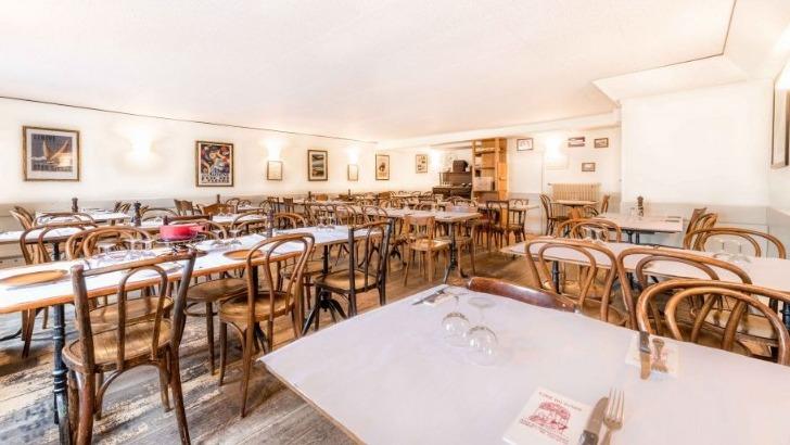 restaurant-cafe-du-soleil-une-salle-aussi-lumineuse-spacieuse-pour-passer-des-moments-gourmands