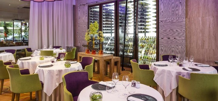 niche-au-coeur-d-un-palace-mythique-ne-au-xixeme-siecle-reconstruit-dans-annees-60-restaurant-d-exception-alliage-harmonieux-glamour-croisette-delices-gastronomiques