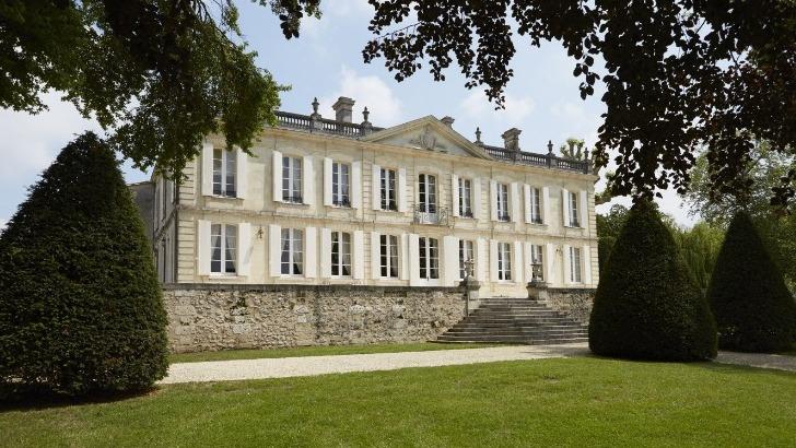 chateau-dauphine-a-fronsac-un-domaine-origines-remontent-a-1670-chateau-fait-partie-des-plus-belles-proprietes-de-region