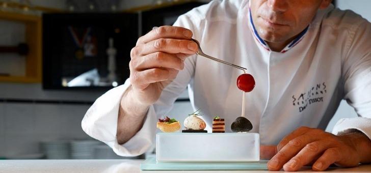 restaurant-saisons-institut-paul-bocuse-a-ecully-veritable-vitrine-du-savoir-faire-et-du-savoir-recevoir-francai