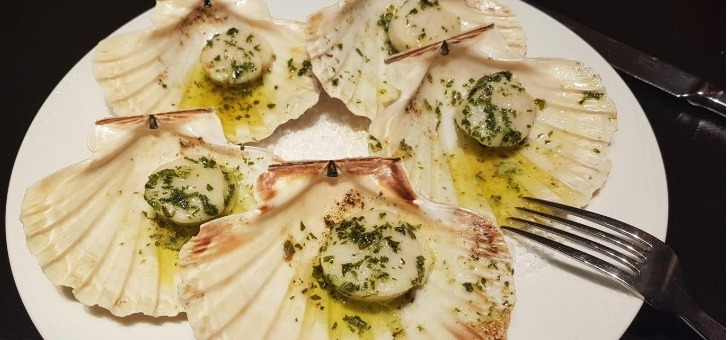 restaurant-bar-de-entracte-a-paris-08-coquilles-saint-jacques-aux-saveurs-frolant-perfection