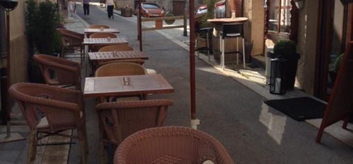 restaurant-caribou-bonne-adresse-a-serre-chevalier-monetier-bains-restaurant-authentique-de-montagne-table-terrasse