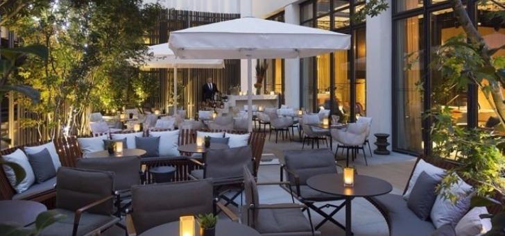 A l'ombre du patio-terrasse restaurant le cinq codet paris