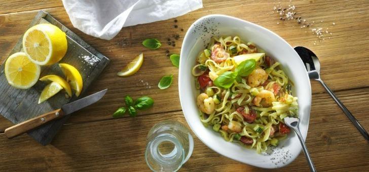 cesare-scampi-une-ensalata-salade-a-base-de-crevettes-et-de-tomates-cerises