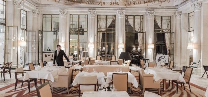 au-restaurant-dali-dans-un-decor-chic-decontracte-clins-d-oeil-univers-surrealiste-illustre-peintre-alain-ducasse-et-jocelyn-herland-dialoguer-grande-tradition-brasseries-parisiennes-cuisines-mediterranee