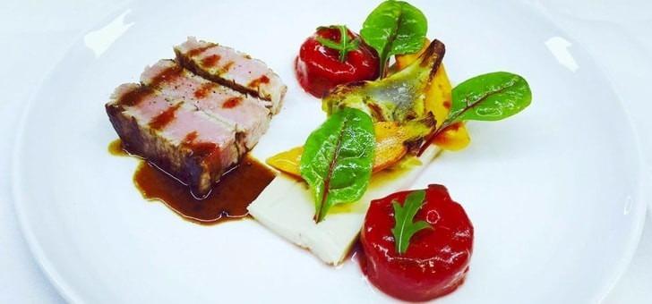 terrine-de-foie-gras-au-poivre-noir-de-sarawak-coing-confit-pain-toaste