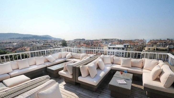 splendid-hotel-et-pourquoi-ne-pas-organiser-vos-reunions-sur-terrasse-avec-vue-panoramique
