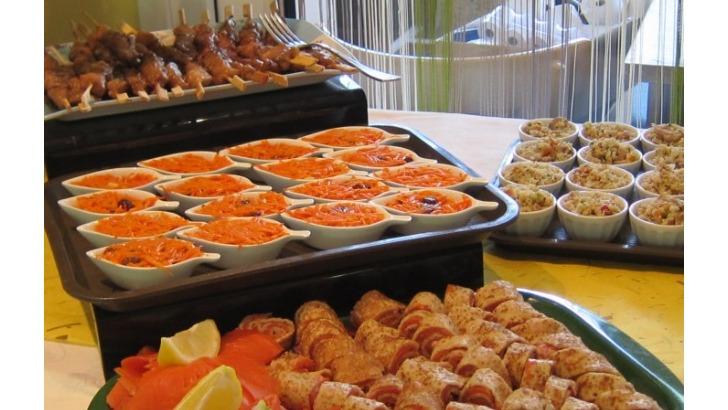 restaurant-etoile-a-montracol-peut-accueuillir-tout-type-de-buffets-soit-aperitifs-entrees-dinatoires