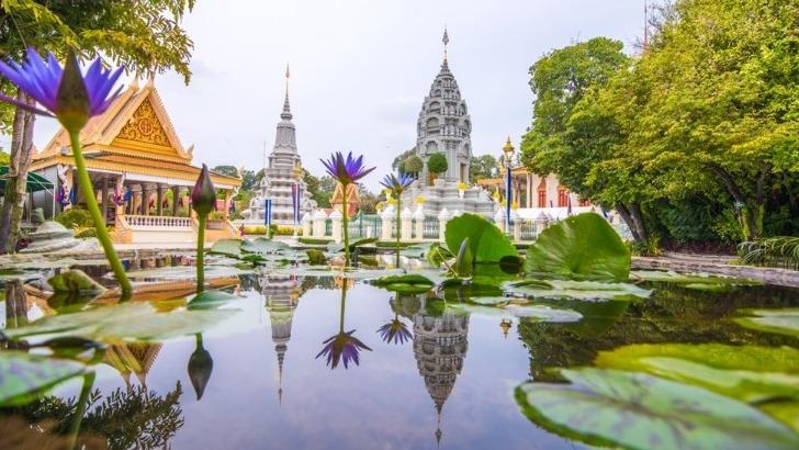 agence-seripheap-a-phnom-penh-des-voyages-authentiques-ici-de-tres-belles-pagodes