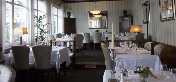restaurant-croix-d-ouchy-dispose-d-un-cadre-chic-assez-tranquille-et-plutot-classique-mais-ne-manquant-cependant-point-de-caractere