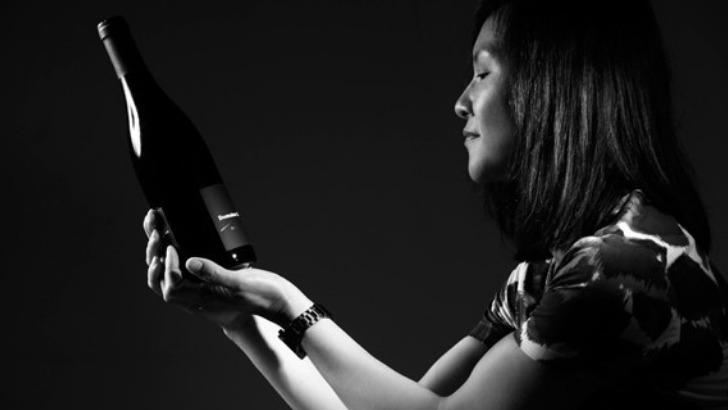 mee-godard-oenologue-de-formation-produit-des-vins-rouges-connus-et-reconnus-pour-qualite-exceptionnelle
