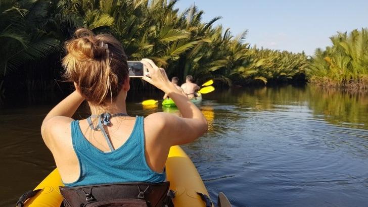 agence-seripheap-a-phnom-penh-des-sejours-exceptionnels-ici-une-petite-balade-canoe