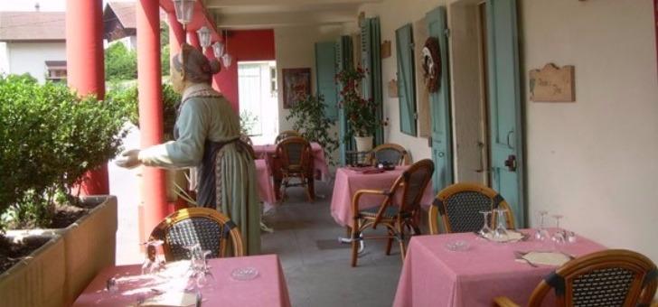 terrasse-du-restaurant-auberge-d-ayze-specialites-savoyardes-a-carte