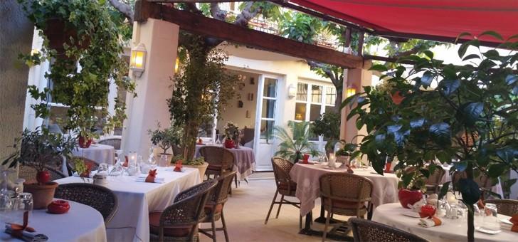 farigoule-a-vence-une-escapade-gourmande-sous-charme-d-un-patio-ombrage-d-une-terrasse-fleurie