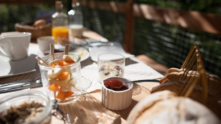pella-roca-cabane-spa-offre-aussi-opportunite-de-gouter-aux-produits-gastronomiques-de-region