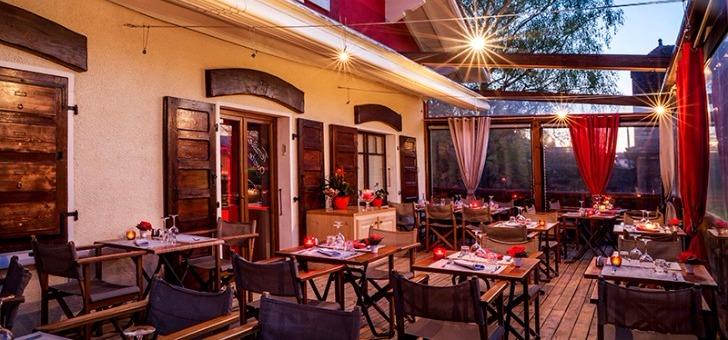 salle-a-manger-et-decoration-soignee-pour-restaurant-111-a-douvaine
