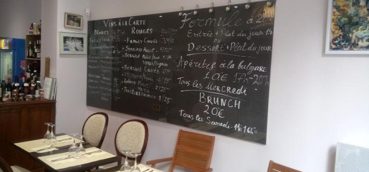 restaurant-pisanov-a-paris-un-tableau-noir-presentant-formules-du-jour