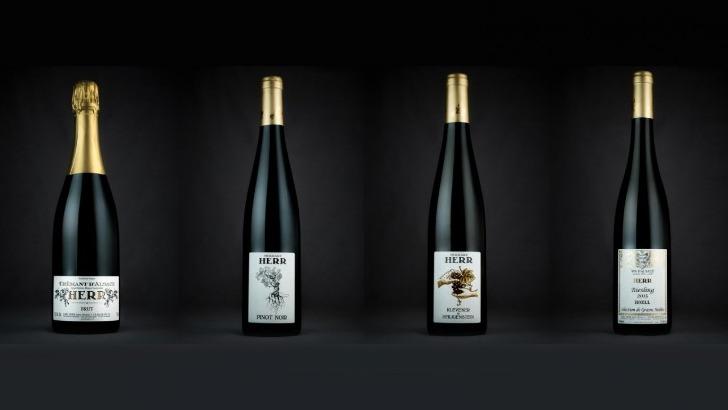 domaine-herr-propose-plusieurs-vins-klevener-de-heiligenstein-traditionnel-pinot-noir-traditionnel-2016-cremant-d-alsace-brut-et-riesling-hoell-2015-selection-de-grains-nobles