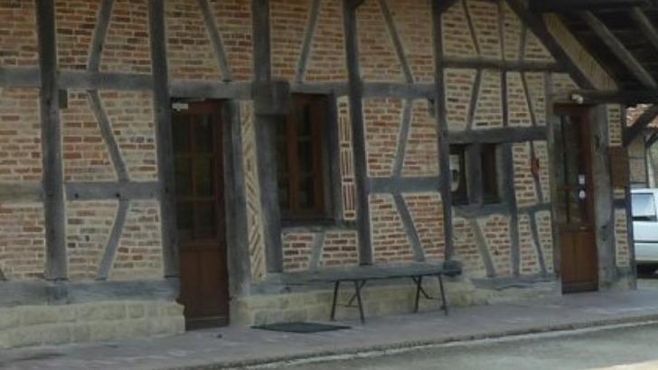 grange-rouge-a-chapelle-naude-un-projet-associatif-rassemble-benevoles-et-visiteurs-familles-et-jeune-public-artistes-amateurs-et-professionnels