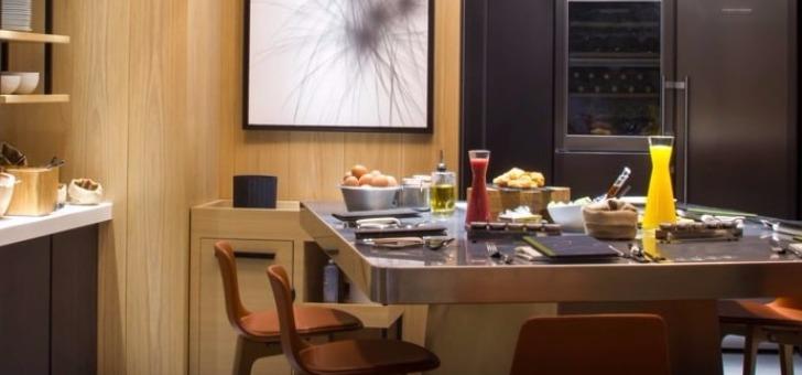 lieu-ideal-pour-tenir-des-rendez-d-affaires-informels-restaurant-dispose-d-un-espace-design-et-contemporain-au-coin-de-cheminee-numerique
