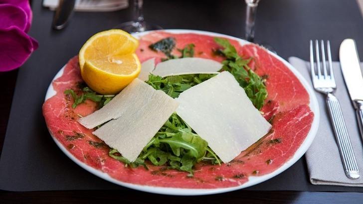 casa-dell-estelle-un-restaurant-des-reglements-draconiens-appliquent-aux-fournisseurs-de-viande-et-de-poisson-pour-une-hygiene-irreprochable