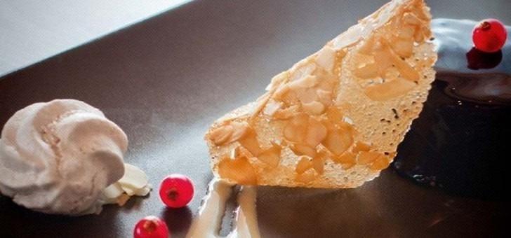desserts-gourmands-et-assiettes-joliment-presentees-pour-restaurant-cafe-soleil-a-serre-chevalier