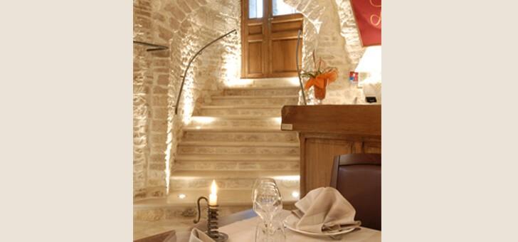 escalier-menant-vers-restaurant