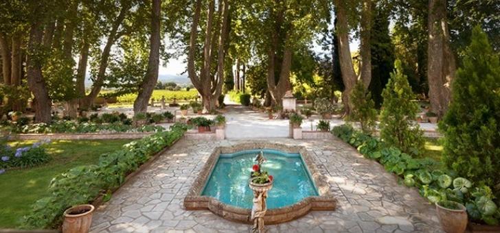 chateau-de-aumerade-a-pierrefeu-du-var-a-decouverte-de-histoire-du-domaine-et-de-famille-visitant-caves-et-jardins