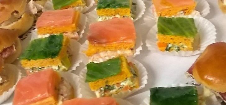 mini-navette-et-damier-saumon-fume-et-damier-aux-crudites