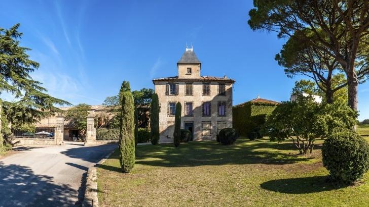 domaine-de-baume-situe-dans-village-de-servian-region-occitanie