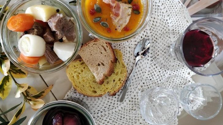 des-plats-savoureux-prepares-avec-amour-signes-papilles-mamies