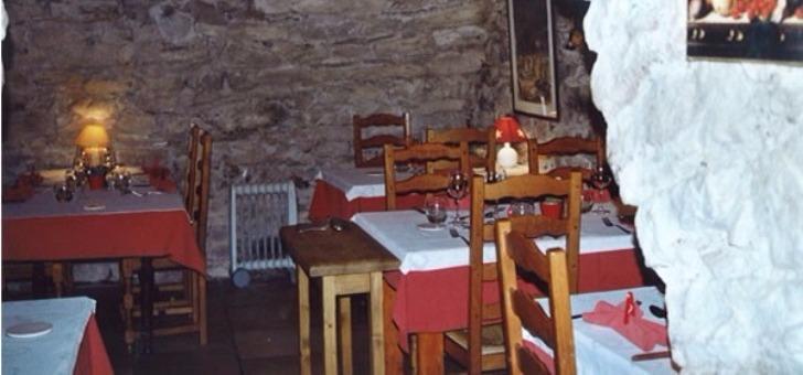 restaurant-auberge-d-ayze-ambiance-savoyarde-pierre-apparente-cuisine-du-terroir