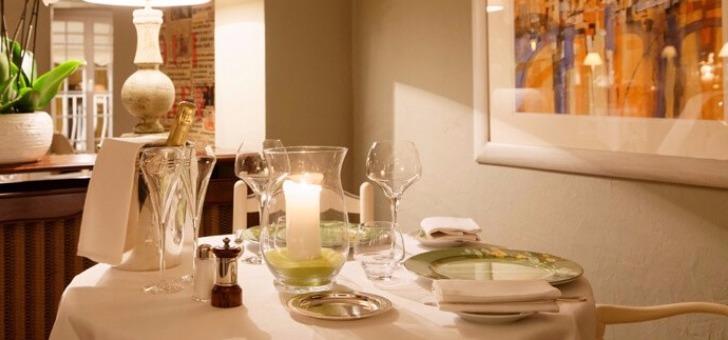 restaurant-santons-un-des-meilleurs-etablissements-de-cote-d-azur-elegant-esprit-provencal-situe-dans-village-de-grimaud