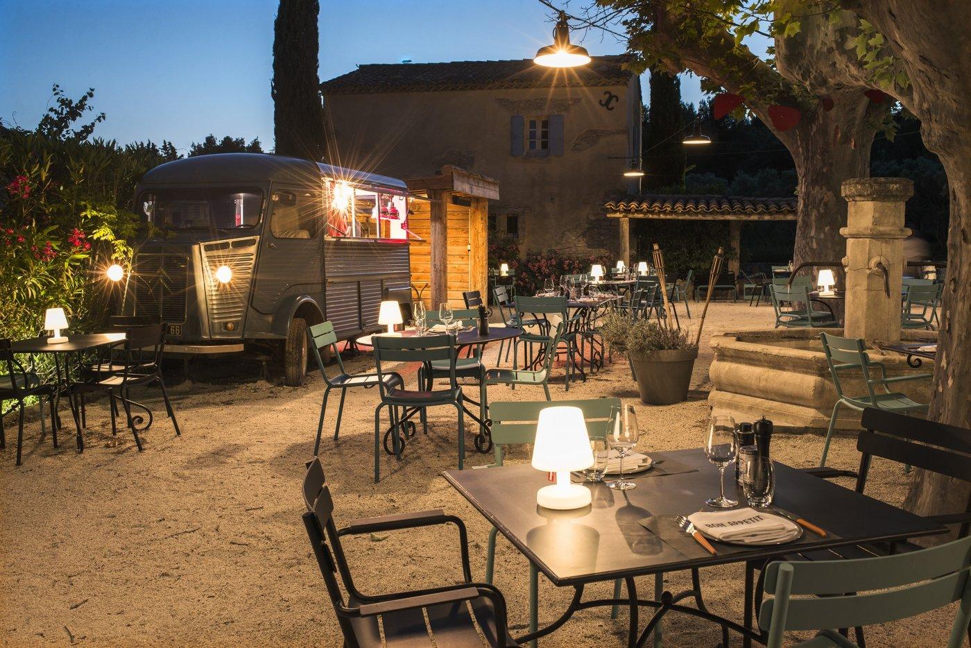 restaurants-restaurants-hameau-des-baux-a-paradou