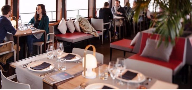salle-a-manger-du-restaurant-sicambre-diner-croisiere-visite-de-bordeaux-sur-eau