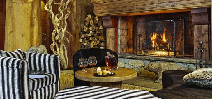 hotel-restaurant-barmes-de-ours-a-val-d-isere-salon-luxe-d-un-etablissement-alpin