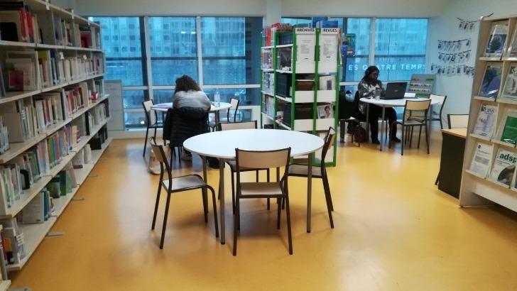 une-salle-informatique-et-un-centre-de-documentation-sont-mis-a-disposition-des-etudiants-pour-effectuer-differentes-recherches