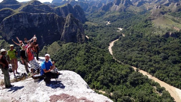 mahayexpedition-a-antananarivo-madagascar-massif-makay-offre-une-vue-imprenable