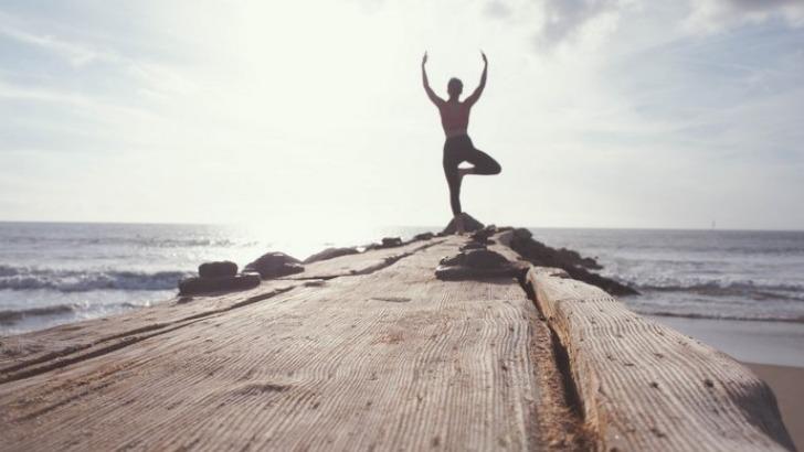 acce-a-plus-de-350-vide-os-de-yoga